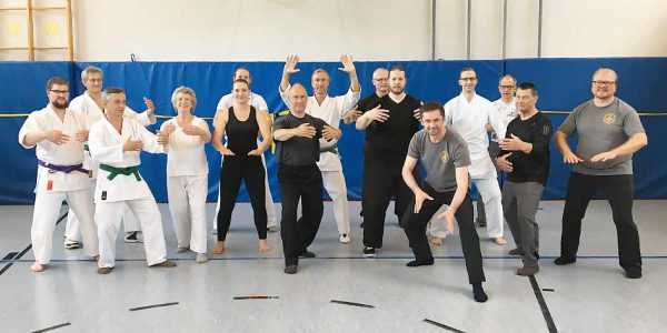 Gruppenbild vom Lehrgang für Körperstruktur